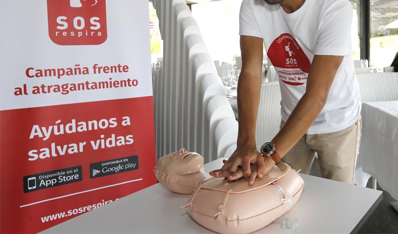 Más de 500 restaurantes del País Vasco aprenden maniobras básicas para salvar la vida en caso de atragantamiento
